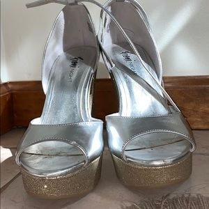 FIONI Clothing Shoes - Silver and Gold Wedges